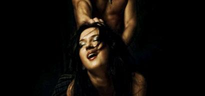 Crachat sexuel et tirage de cheveux